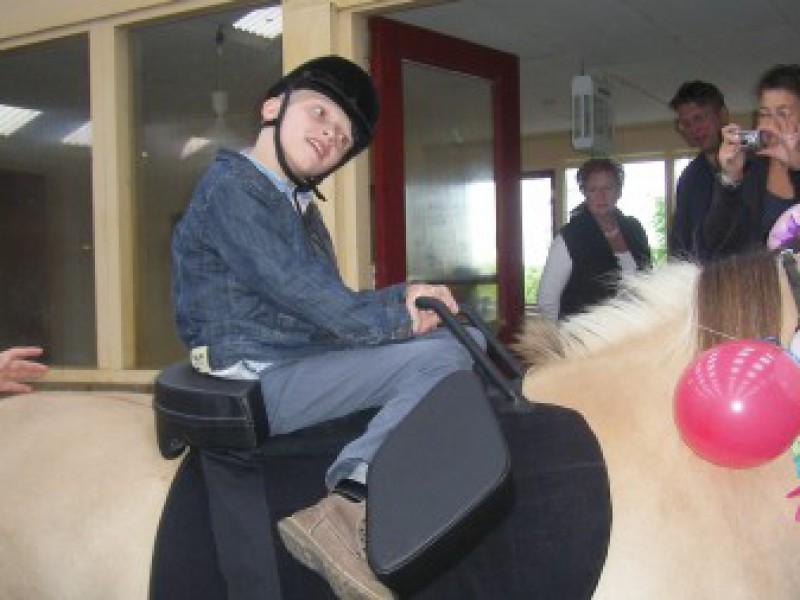 Joris kan eindelijk paardrijden