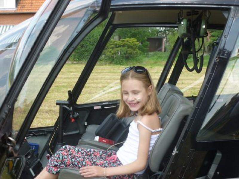 Carmen en Noemi in de helikopter
