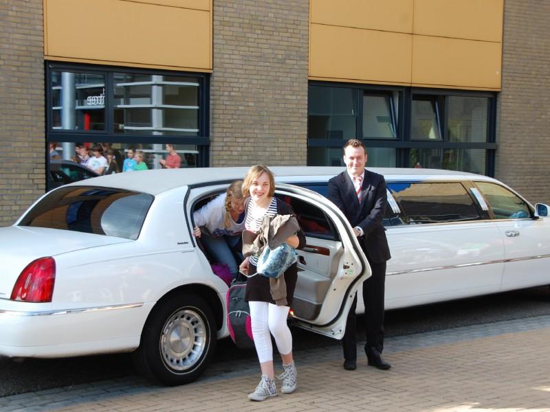 Jet met limousine naar school