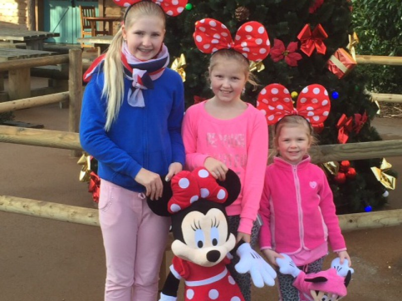Pien geniet in Euro Disney