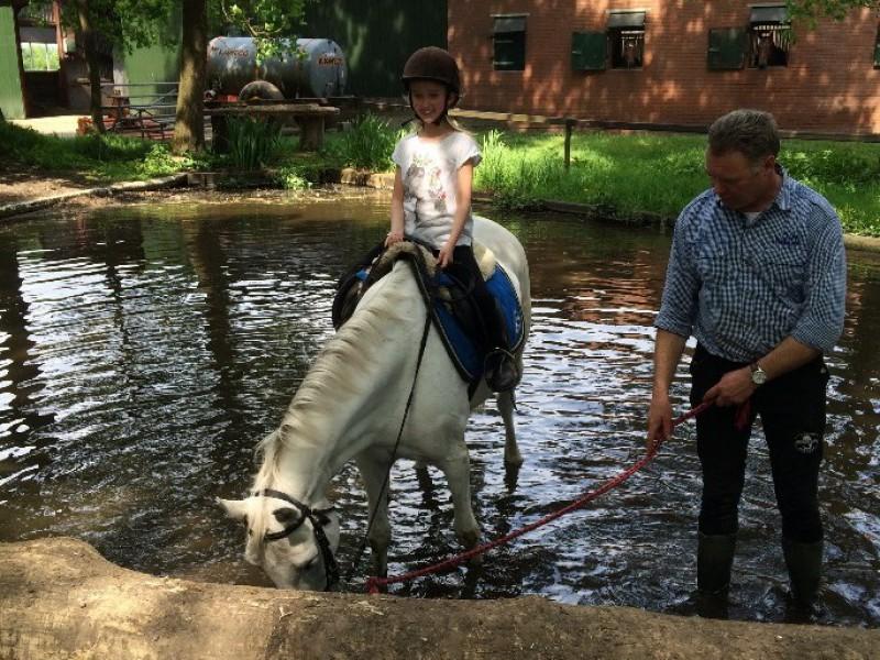 Maaike's wens: paardrijden