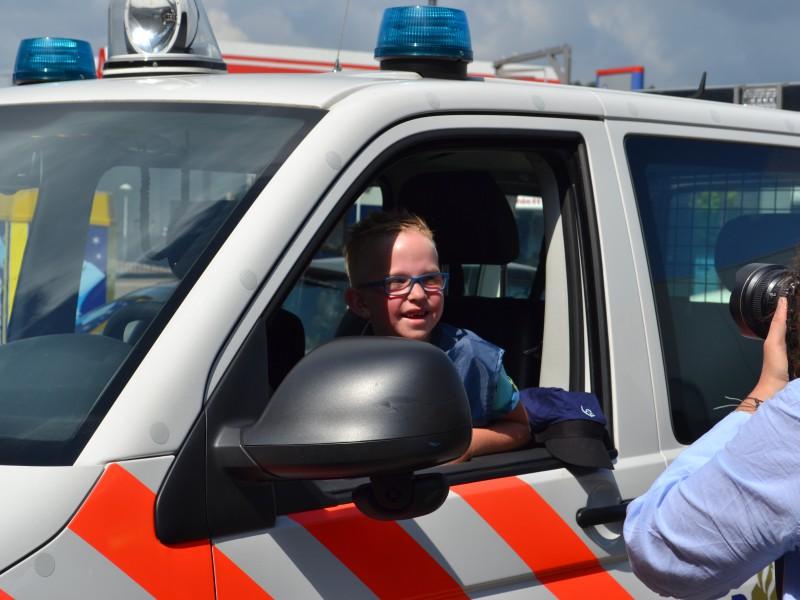Sam bij de politie en de brandweer