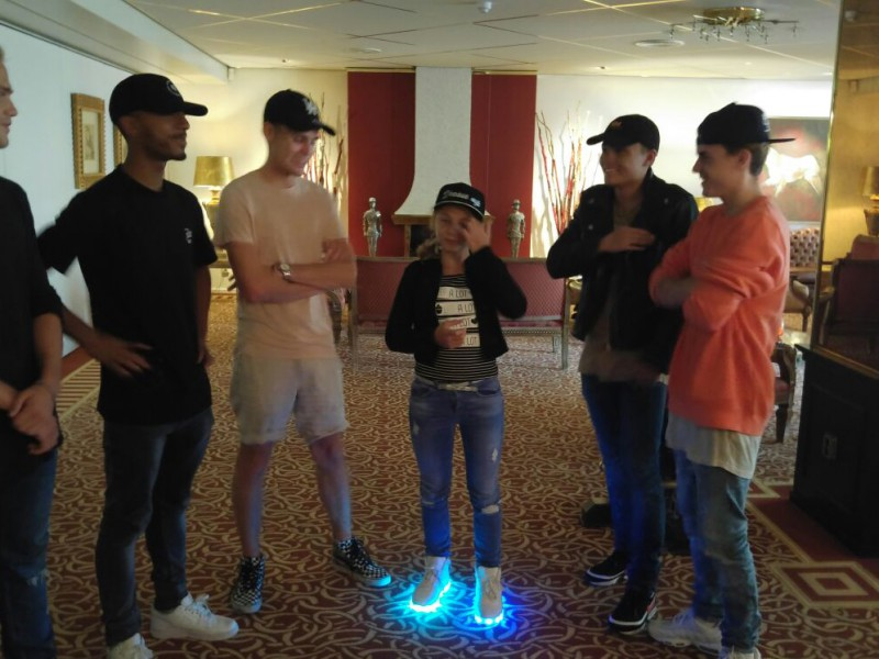 Romey ontmoet haar B-Brave idols!