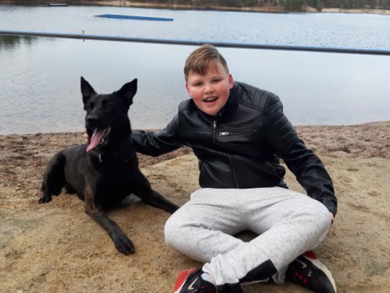 Rowen ziet zijn geliefde hondje Bo terug